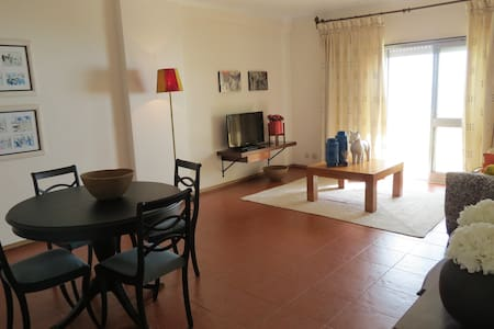 M&M Guesthouse - Costa da Caparica