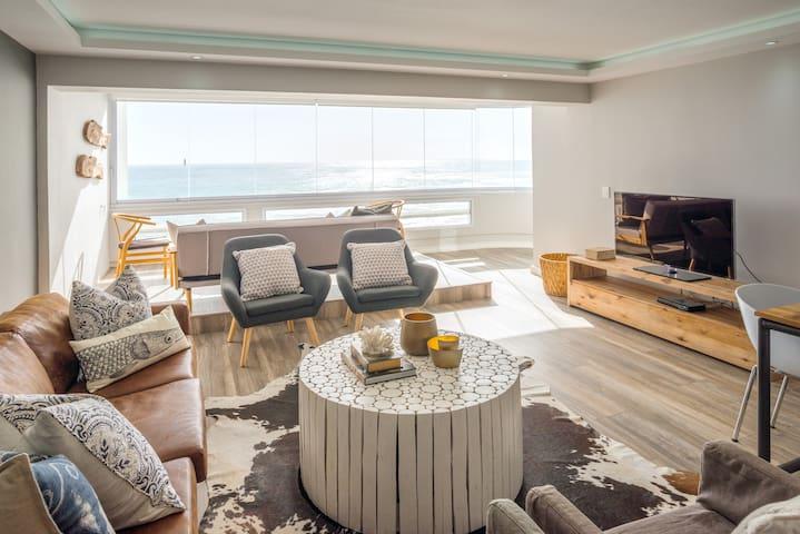Gorgeous Sea Point Beach Front Apartment