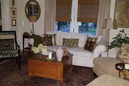 Warm and cozy antique home - Windsor - Ev