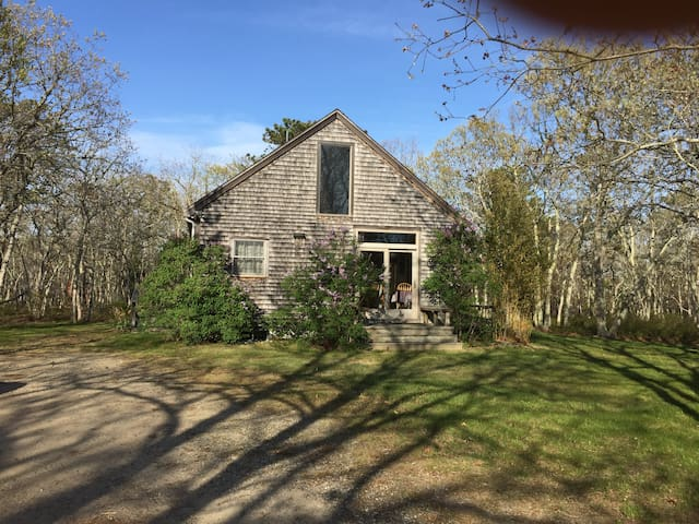 Secluded Up Island Cottage - West Tisbury - Haus