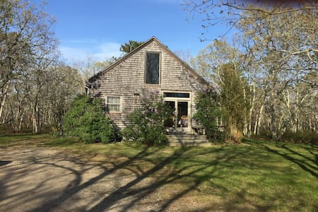 Secluded Up Island Cottage - West Tisbury - 独立屋