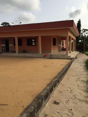 Superbe villa campagnarde à quelques km d'Abidjan. - Bonoua - Villa