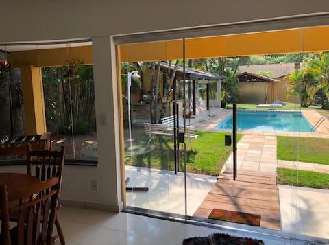 Chácara com piscina/churrasqueira em Valinhos (SP)