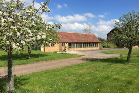The Barn @ Wiltshire - Gorgeous Two Bed Conversion