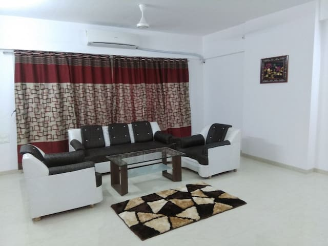 3BHK Delux Apartment Ville Parle Airport.