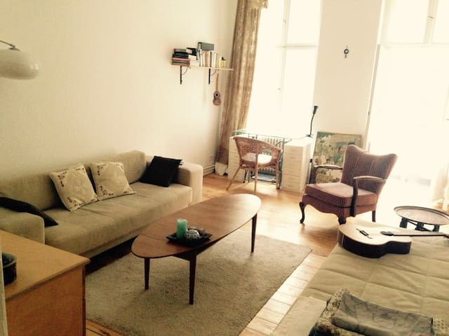 "Great stay in an original ""Berlin Altbau"" - Berlijn - Appartement"