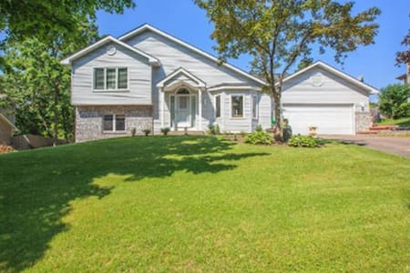 Beautiful House with 3 beds and 2 baths - Burnsville - Ház