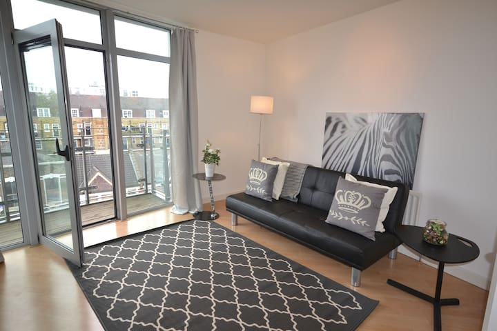 Spacious 1 Bed Apartment with River Thames Views! - Londres - Apartamento