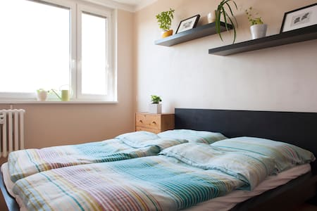 Sunny Apt 15mins to old town/30mins from Airport - Praha