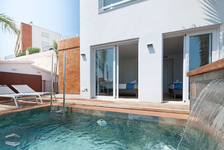Vista Roses Mar- Ancla Mar 1  Ancla Mar is a very exclusive house with views over the Ba