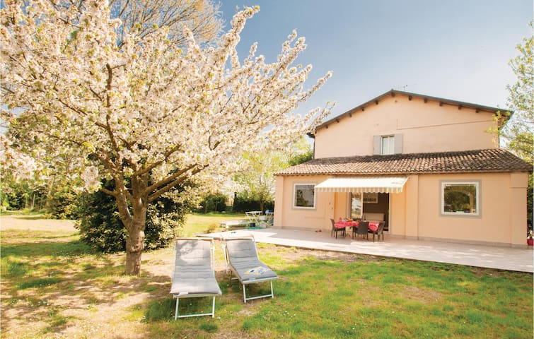 Holiday cottage with 6 bedrooms on 450 m² in S.S.di Ravenna (RA)