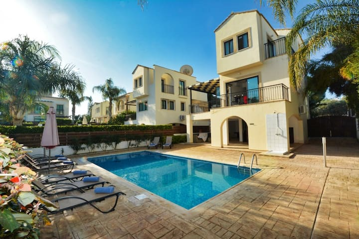 Villa Libby, Modern 4BDR with pool