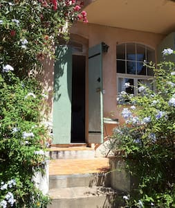 Charming studio in the old village of Bormes - Bormes-les-Mimosas - Wohnung