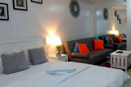 ALABANG CONDO,WITH AIRCON/CABLE/INTERNET/HOTSHOWER