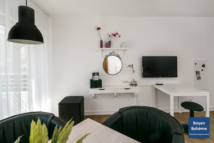 (B3) Central and quiet location in Berlin-Mitte with high-speed wifi