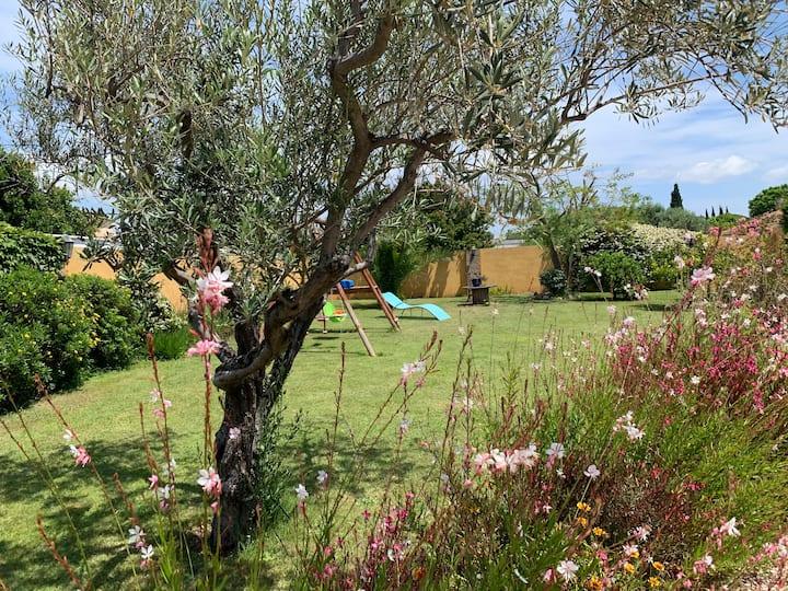 Appart dans villa /jardin / terrasse /clim/ wi-fi