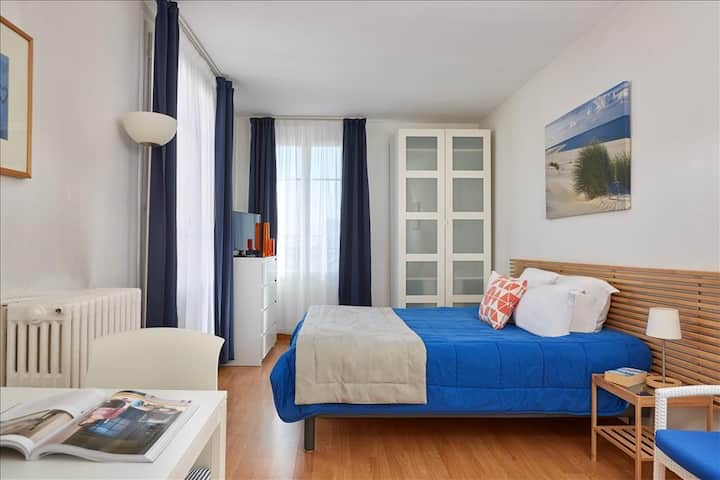 Twin bed apartment near Paris
