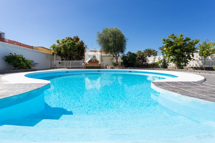 Bungalow Palm Mar with pool and garden