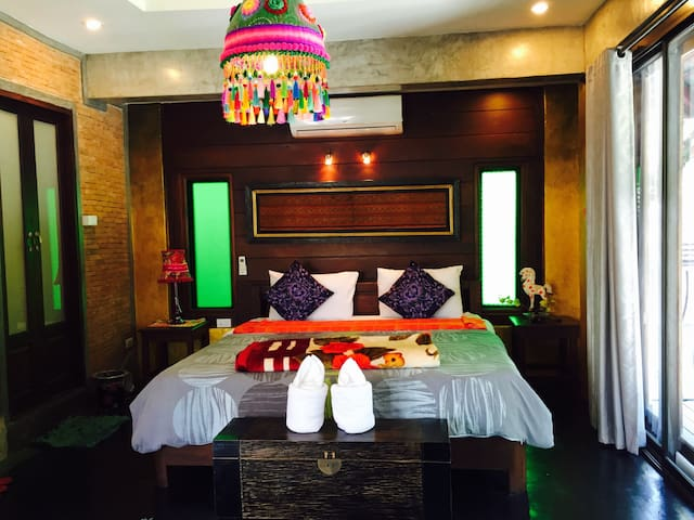 Hand Crafted Boutique bedroom green - Pai - Apartemen