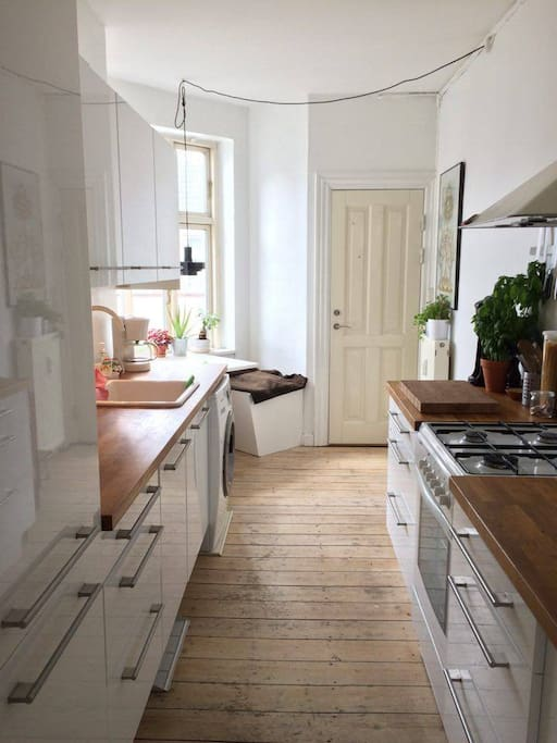 Functional kitchen with both a washing machine and dishwasher