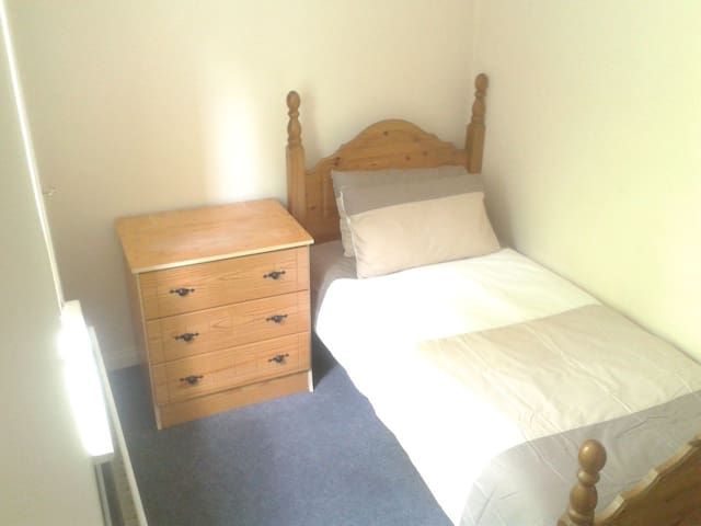 BUDGET SINGLE ROOM LETTERKENNY TOWN CENTRE