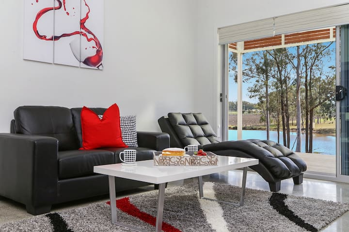 Ironbark Hill - Spa Villa 4