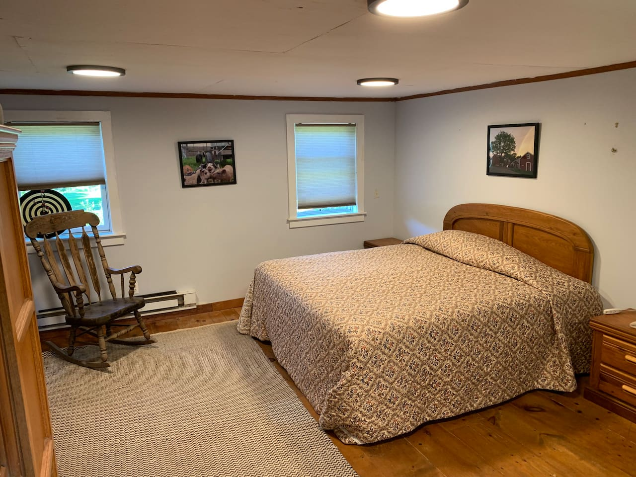 King-sized bed with a futon available.