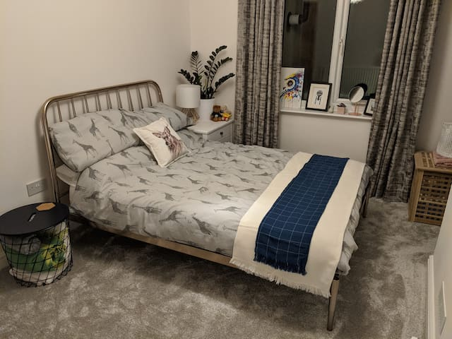 Comfy & quiet double room in Windmill Hill Bristol