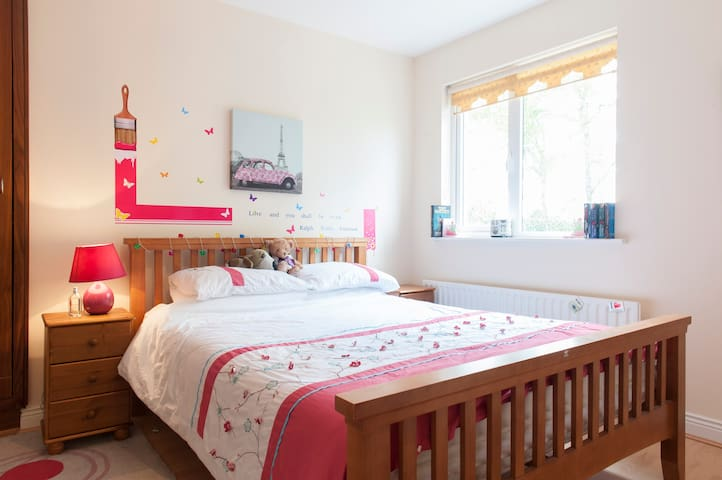 Bright, happy home, airport 20 minutes drive - Ratoath - Haus