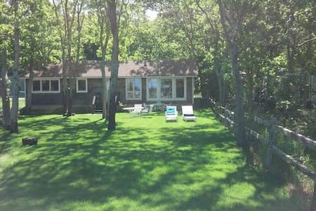 Charming  Cottage on The Bay: 2 bed - East Hampton