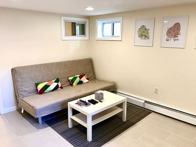 Modern Spacious Private One bedroom Free Parking.