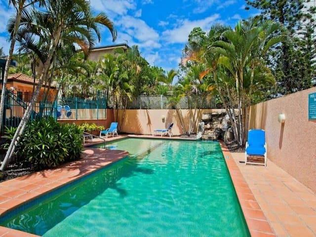 Broadbeach Apartment on the Beach Tropical Gardens - Broadbeach - Apartemen