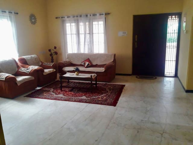 uHomeMe 2 bedroom Family Home on way to ISHA/OOTY