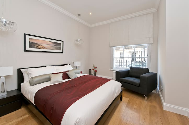 Mayfair 2 bed 2 bath modern flat