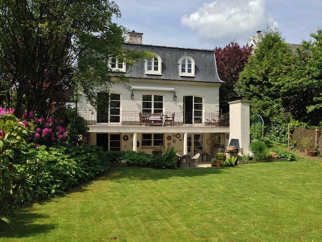 Charming House in Town Center - Waterloo