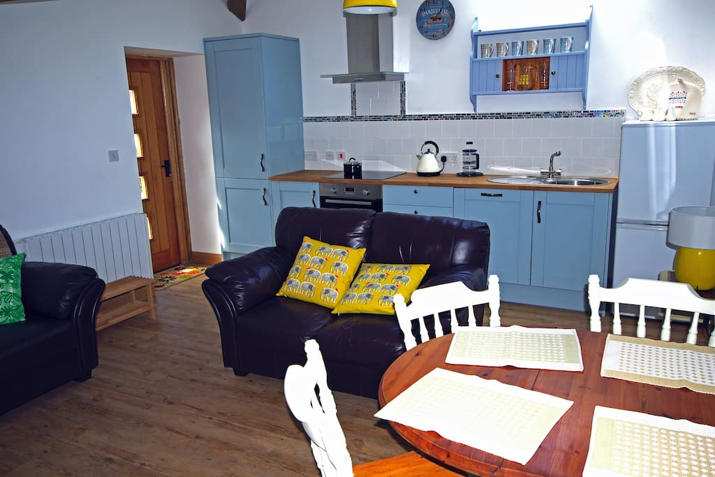 Spacious kitchen/diner with leather sofas and extendable table.
