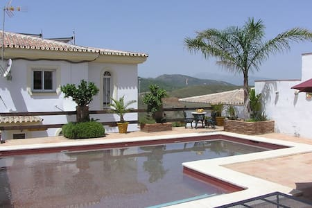 VILLA ANDREAMOS  +PRIVATE SOLAR HEATED POOL  WIFI - Alhaurin el Grande