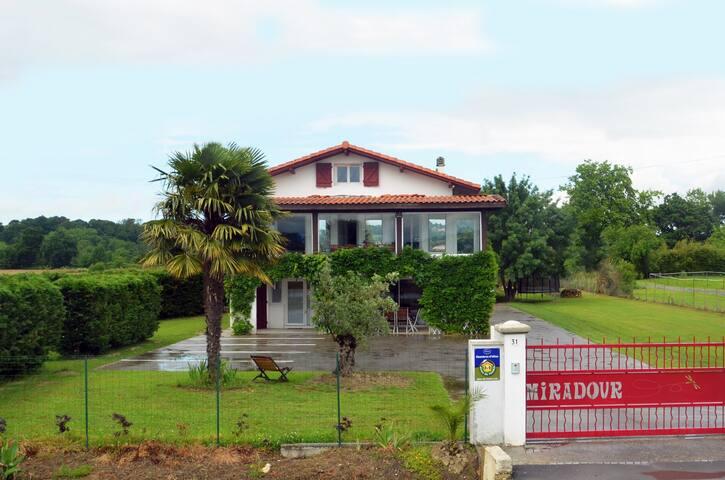 Chambre BELHARRA à 5 min de Bayonne - Tarnos - Bed & Breakfast