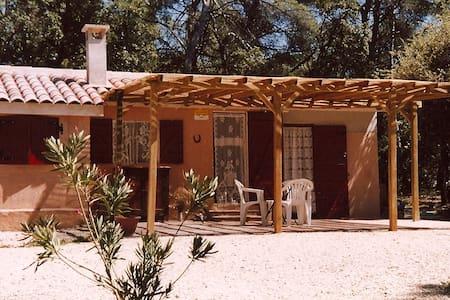 Maisonnette  dans un petit coin de PARADIS - SAINT MARTIN de la BRASQUE - Chalet