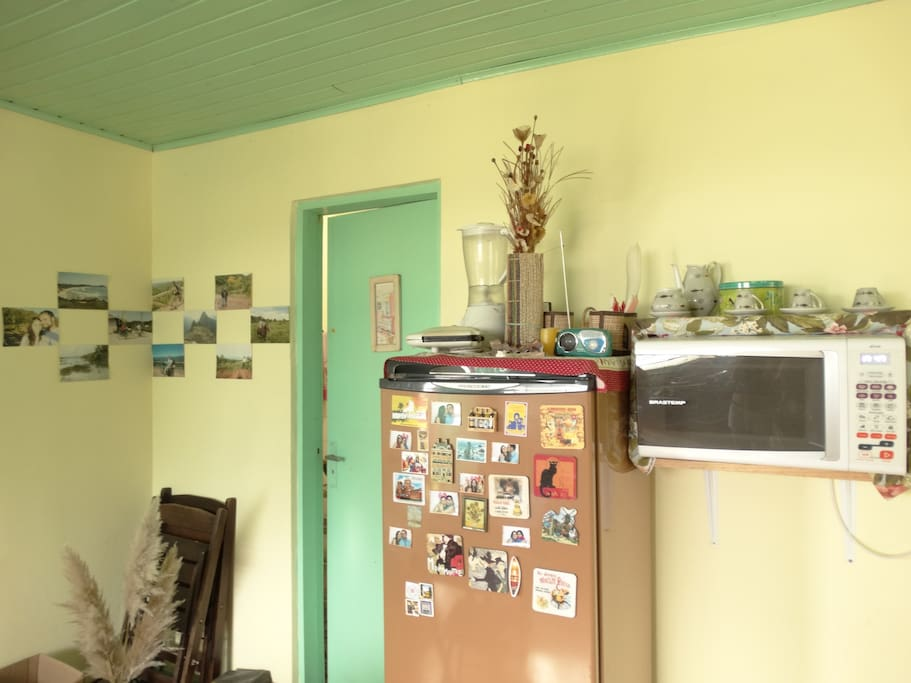Geladeira e microondas