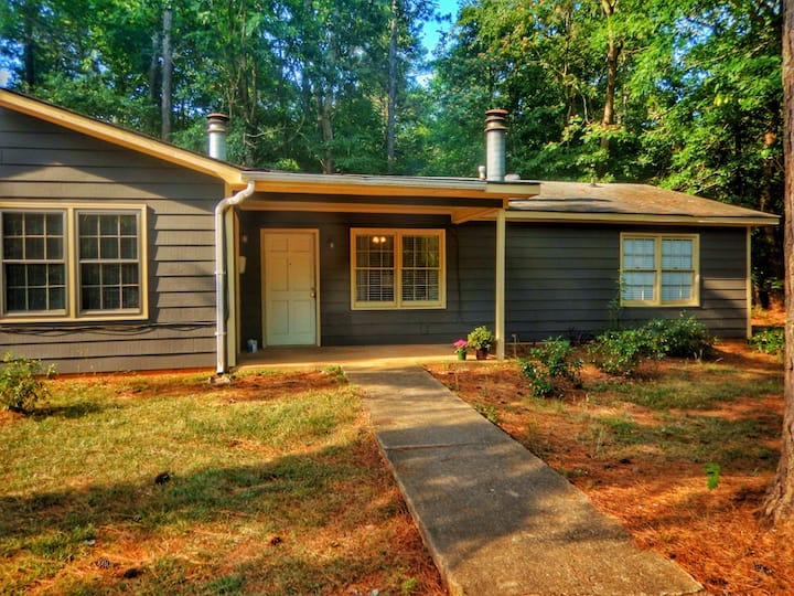 Newly Renovated Cottage - Close to UGA & Downtown