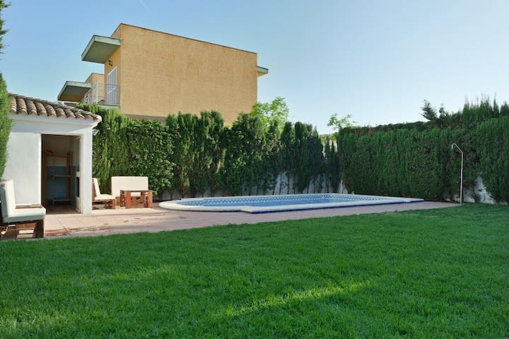 Family home w/private pool & BBQ close the beach - Isla Canela
