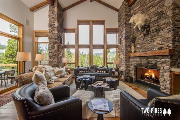 *Ski-in/Ski-out Black Eagle Town home* - Newly Decorated, Private Hot Tub & Located at the Base of Resort!