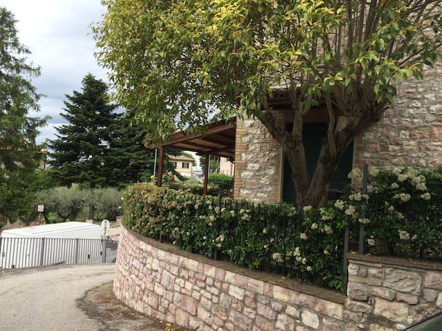 .....casa Elena, relax, serenità....arte, cultura. - Assisi - Casa