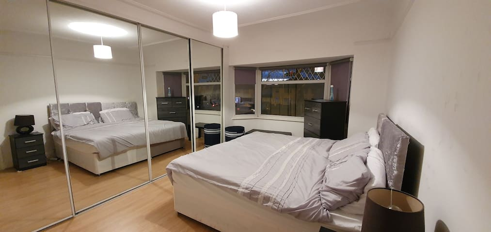 Suite3. Double Room in Liverpool w/ Parking