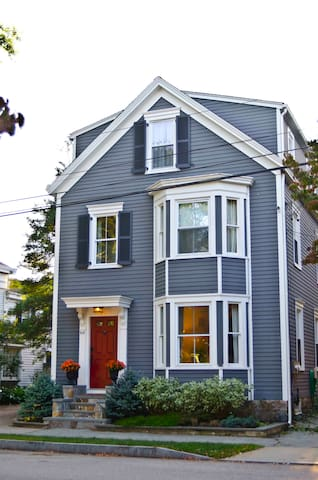 Stonington Borough Townhouse - Stonington