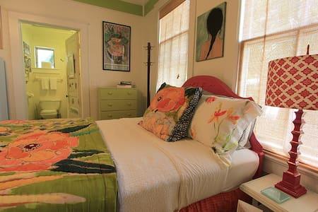 "Hays House: ""Petit Jardin Studio"" - Apalachicola"