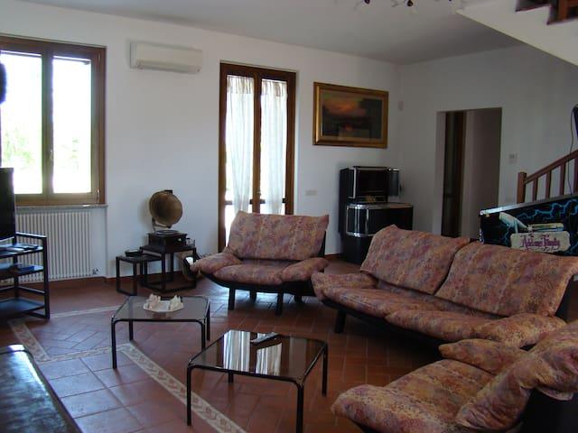 Casa con ampio giardino - Corbetta - House