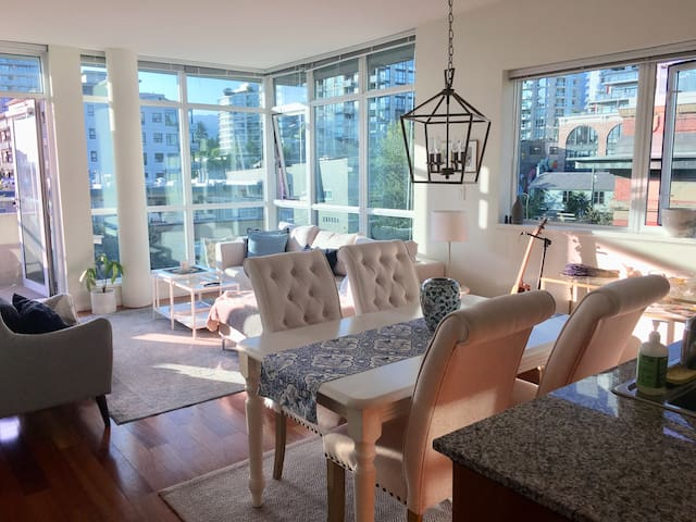 Stunning, bright, top floor Lower Lonsdale Condo!