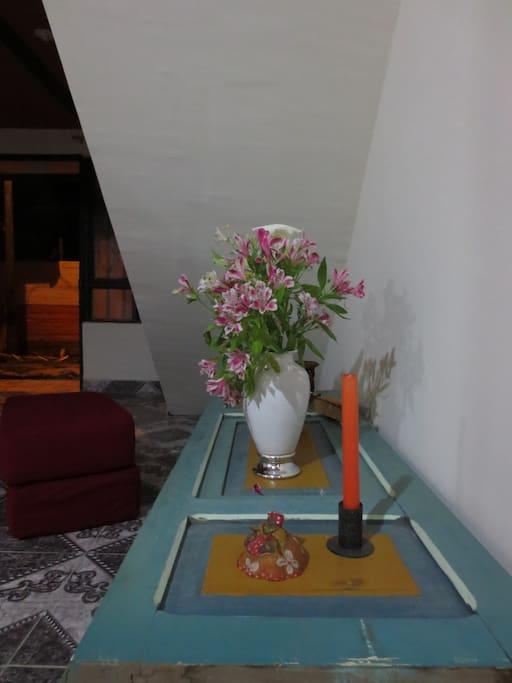 mesa de puerta antigua tradicional de la zona, echa por mí .
